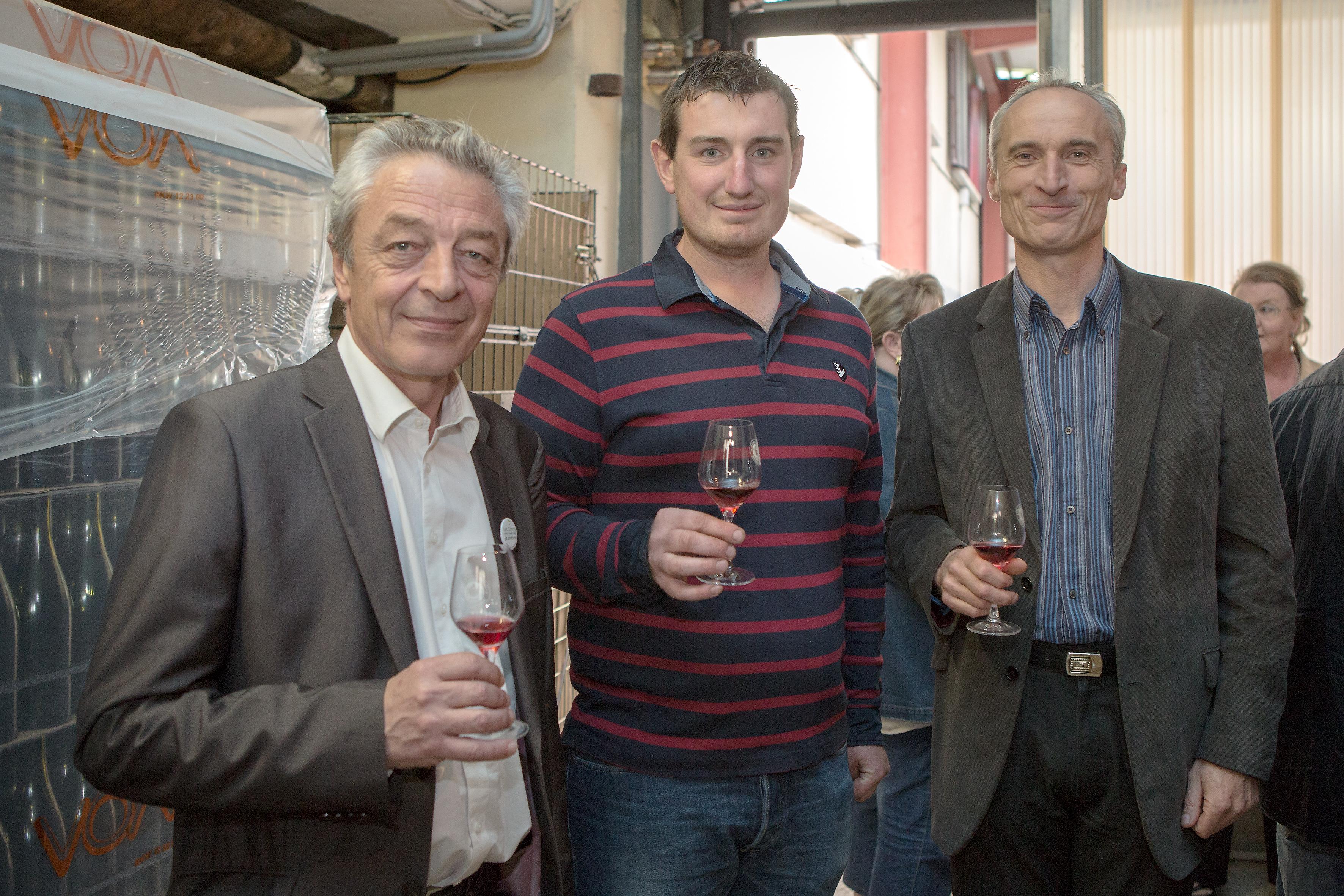 Alain Millot et Vincent Lavier en compagnie de Marc Soyard à l'occasion des portes ouvertes 2014 du Domaine de la Cras © Grand Dijon
